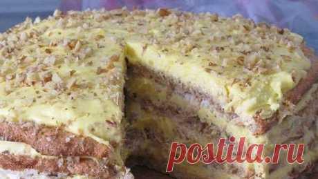 Любимый торт «Египетский». Готовлю каждый месяц    Обалденный торт, готовлю каждый месяц. А гости выпрашивают рецепт  Тесто:    На каждый корж :    3 белка  2.5 ст.л. сахара  1/2 ст.л. муки  50 гр. молотого ореха (грецкого или фундука).  Всего таких три коржа,т.е.указанные ингредиенты берём по 3 раза и выпекаем каждый корж в отдельной форме.  Крем:    10 желтков,  10 ст.л. сахара,  5 ст.л. муки,  2 пакетика ванильного сахара,  350 мл. молока,  170 гр. сливочного масла.  Хр...