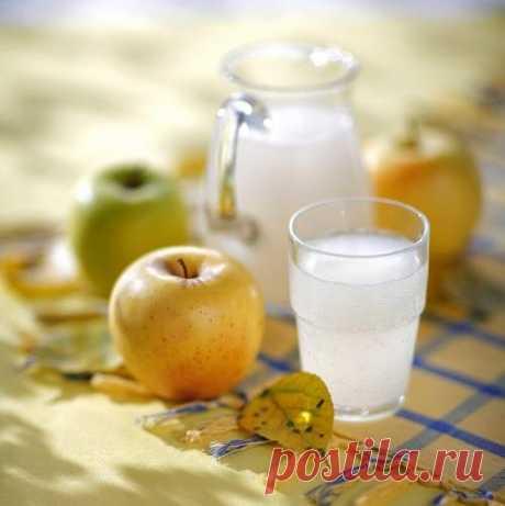 Яблочный квас - исконно русский напиток. Хорош как в жару, так и в непогоду