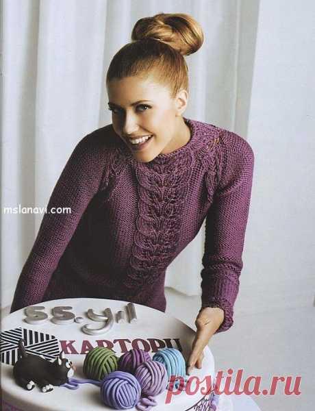 Вязаный ажурный пуловер с узором листочки - Вяжем с Лана Ви Очень оригинальный вязаный пуловер и в то же время очень простой. Украшен центральным ажурным узором из листочков, что придает пуловеру женственности и элегантности. Кроме интересного решения с узором, рукава реглан и горловина также выполнены очень красиво. На мой взгляд, красивая модель для весны ! На вязание модели ажурного пуловера понадобится: 600 гр пряжи AKYAZ, цвет […]