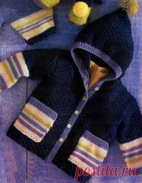Детское пальто с капюшоном.