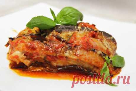 Parmidzhana from eggplants \u000d\u000a\u000d\u000a\u000d\u000a\u000d\u000aEggplants and cheese — a combination so successful that it is immortalized in this classical recipe of the Italian snack.\u000d\u000a\u000d\u000a\u000d\u000a\u000d\u000aEggplants\u000d\u000a6 pieces.\u000d\u000a\u000d\u000a\u000d\u000aThe tomatoes peeled\u000d\u000a250 gr.\u000d\u000a\u000d\u000a\u000d\u000aWheat flour\u000d\u000a1 glass\u000d\u000a\u000d\u000a\u000d\u000aRast …