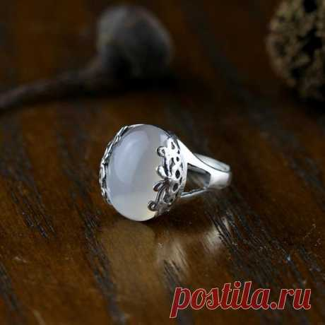 925 Silver Inlay Ring / White Chalcedony Lady Ring / Vintage Bohemian Ring / Adjustable Ring/Statement Rings / Wedding Ring Product Details:  Material: 925 silver, chalcedony  color: White  Shape: ellipse  Size: chalcedony size: 1.6cm, width 1.2cm  Weight: 5.5 grams  Translucent: translucent  Symbol: Good luck to you