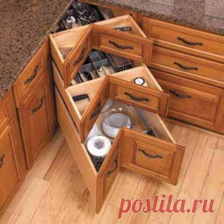 Функциональность - главное, на кухне. Сами знаете, как важно, чтобы всё было под рукой и удобно расположено. А когда нажито много добра, которое никуда не влезает? Тогда пересмотрите устройство кухонных ящиков!