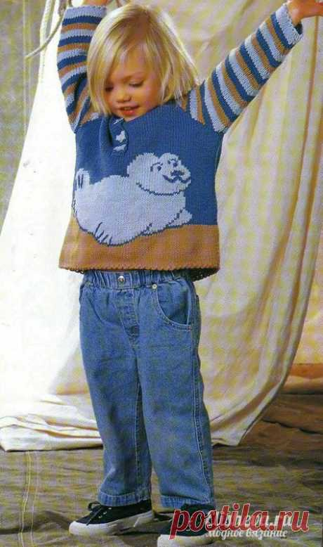 Детский пуловер с тюленем вязаный спицами