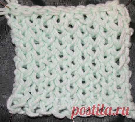 Учимся вязать на луме (Loom knitting). Урок седьмой: узор из простых и кручёных петель