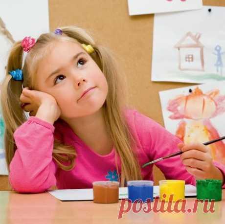 По мнению психологов руку ребенка можно определять с 4-5 лет. Все тесты выполняются легко  и быстро, без какой-либо подготовки ребенка. Важно определить, какой рукой ребенку удобнее работать без вмешательства взрослого.