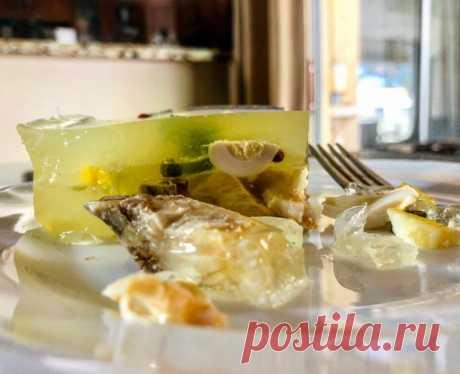 Заливное из осетрины с лимоном, розовым перцем и перепелиными яйцами.  ГОТОВИМ БЕЗ ХНЫКОВ