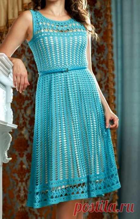 Каждой моднице хочется блеснуть уникальным нарядом, рукодельницы – не исключение. Если вы вяжете для себя или на заказ, то вязанное платье беспроигрышный вариант!