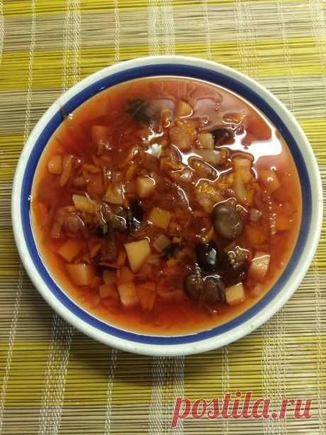 Постный красный борщ с бобами и болгарским перцем