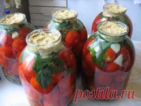 Помидоры с горчицей холодным способом  В чистые сухие банки уложить:  - венчики укропа (5-6 или 1 ст.л. семян), - листья черной смородины (3-4 шт), - чеснок (1-2 зубчика), - корень хрена, - 1/2 красного острого перца, - помидоры (до верха…