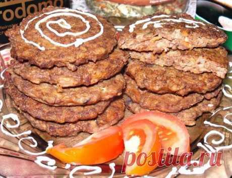 Печёночные котлеты с манкой и морковью. Таких вкусных я еще не готовила!  Ингредиенты:  куриная печень- 500 гр манная крупа — 6-7 ст. ложек лук — 2 шт. морковь — 1 шт чеснок — 2 зубчика сода пищевая — на кончике ножа перец — по вкусу соль — по вкусу мука растительное масло…