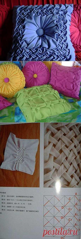 Bufy sobre las almohadas.