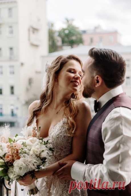 Свадьба – день, который пролетает как миг, и который так тепло вспоминаешь всю жизнь 🌟