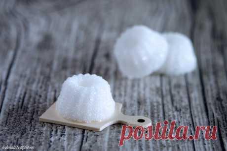 Zucker-Gugel - Würfelzucker selbst gemacht - Schnin's Kitchen DIY Zucker-Gugel - Würfelzucker als Gugelhupf ganz einfach selber machen, lecker auch mit Vanille und Zimt, ein prima Geschenk - www.schninskitchen.de