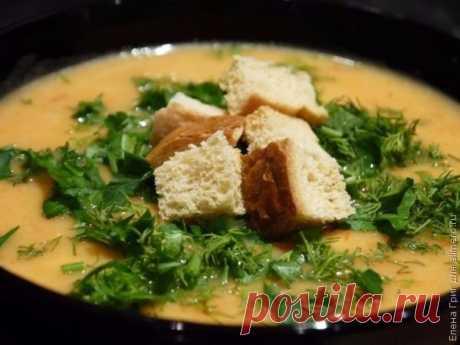 ¡La sopa-puré de hortalizas con plavlennym por el queso — la variante hermosa a la comida!