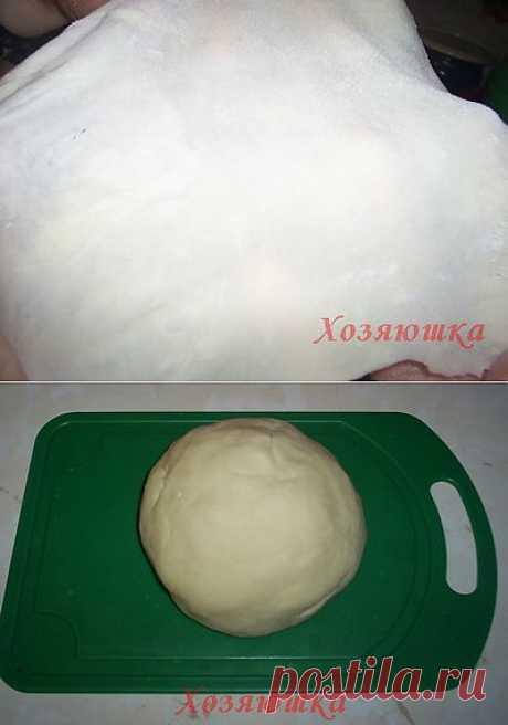 Хозяюшка. Кушать подано! - Заварное пельменное тесто. Согласитесь, что пельмени в тонком тесте - самые вкусные. А приготовить такое тесто, чтобы раскатывалось, как бумажка и не рвалось по классическому рецепту нельзя, а вот такое заварное тесто приготовить легко, оно мягче и нежнее и раскатывается до толщины пергамента, до просвечивания.