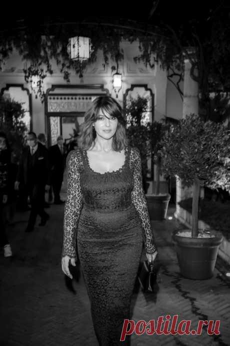 Моника Беллуччи в прозрачном кружевном платье и с новым цветом волос Итальянская звезда на кинофестивале в Таорминематериалы сайта Моника Беллуччи посетила 66-й фестиваль Taormina Film Festival, который на днях прошел в итальянском городе Таормина. 55-ле…