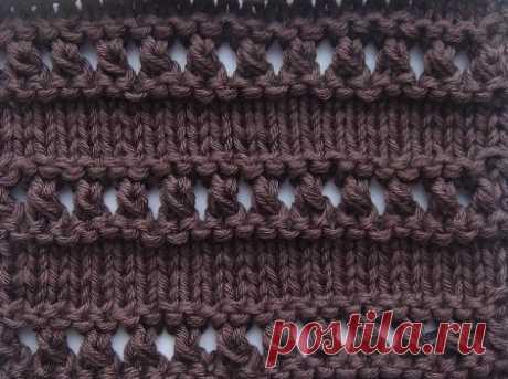 Волнистый ажурный узор с вытянутыми петлями спицами