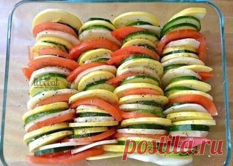 Весенняя радуга: разноцветные овощи, запеченные с сыром  кабачок 1 шт. картофель 1 шт. лук(средний) 1 шт. оливковое масло 1 ст. л. пармезан 200 г соль и перец по вкусу тимьян сушеный 1 ч. л. томат 1 шт. цуккини 1 шт. чеснок 2 зубчика  Сочные, ароматные и по-весеннему яркие овощи, запеченные под толстым слоем итальянского сыра, обеспечат вам отличное настроение на целый день! Разогрейте духовку до 200 градусов. Мелко нарежьте лук и чеснок и пассеруйте их в оливковом масле о...