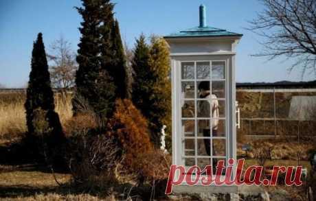 Телефонная будка, из которой можно позвонить умершим - 2 фото - Поздравления.тк - Поздравления и пожелания в стихах