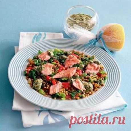 Салат из жареной рыбы, чечевицы, овощей и зелени — Домашний уют