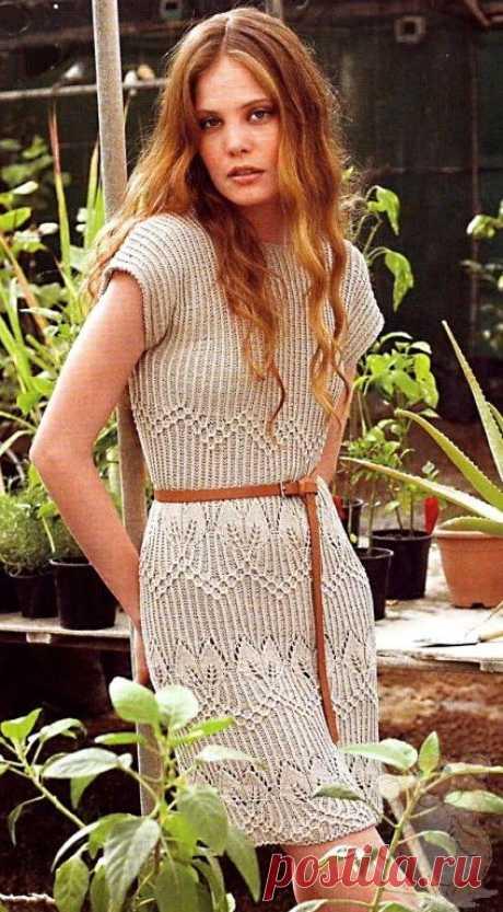Вязаное бежевое платье