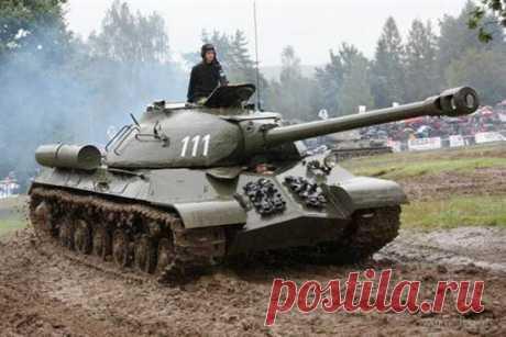 """Вот как выглядит """"Не пробил"""" в реальности ИС-3 (Объект 703) — советский тяжёлый танк разработки периода Великой Отечественной войны.Эти фотографии, на которых советский танк ИС-3, были сделаны в Израиле. Ранее, он принадлежал армии Египта, а …"""