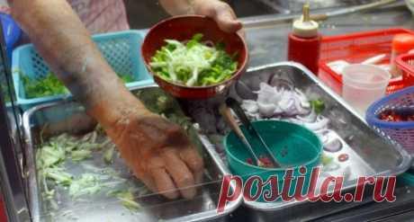 Гастрономическая столица Малайзии . Сплав народностей и культур всецело можно оценить на острове Пинанг. Культурное приобщение негоже делать на голодный желудок, поэтому для начала стоит оценить все гастрономическое богатство Пинанга.