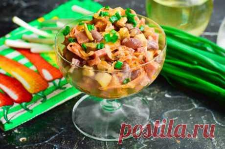 Французский салат с грибами — вкусный и изысканный - БУДЕТ ВКУСНО! - медиаплатформа МирТесен Французский салат с грибами всегда получается очень вкусным, ярким по виду и очень оригинальным. Для его приготовления можно использовать любые грибы, в этом рецепте были взяты шампиньоны. Колбасу можно смело заменить ветчиной или же копченой курицей. При выборе сыра лучше купить качественный и