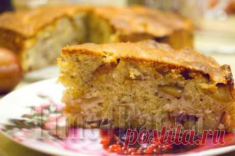 Ореховый пирог со сливой