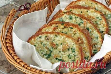 Запеченный чесночный хлеб с сыром, на аромат которого сойдутся все соседи!