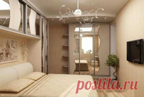 Встроенный шкаф для спальни удачно вписался в нишу в стене
