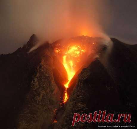 Продолжающееся и усиливающееся извержение вулкана Синабунг на Суматре » Большие фото: ты увидишь мир