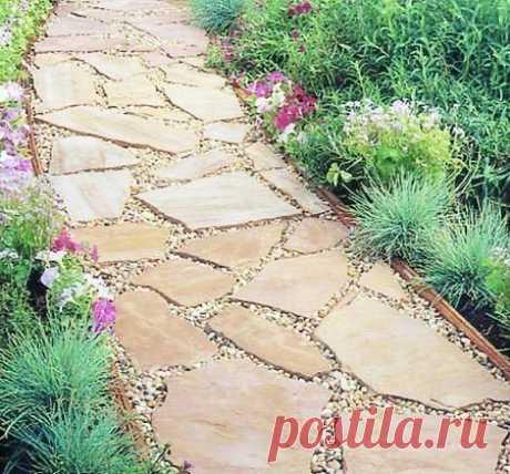 Садовая дорожка из каменных плит. - Мужской журнал JK Men's Красивая дорожка может быть использована для визуального отделения секторов во дворе или в саду, а в ее конце можно создать