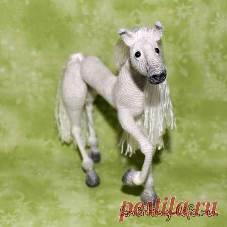 Конь Сильвер. Стихотворение про то, что если жизнь вдруг ставит на колени, не надо сдаваться. Конь связан крючком. #КоньСильвер #крючок #конь #лошадь #игрушка #вязание #вязанаяжизнь #вязанаяигрушка #вязаныйконь #вязанаялошадь #амигуруми #амигурумиконь #амигурумилошадь