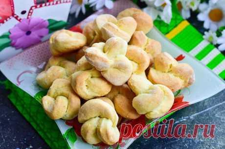 Ароматное печенье в форме роз | Foodbook.su Чтобы печенье вышло ароматным в него нужно добавить цедру лимона, апельсина, фруктовую эссенцию или ванилин. Однако, можно тесто делать и без этих добавок, как в этом рецепте. В духовке сладкое