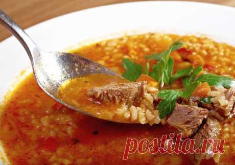 Харчо.  Это традиционный грузинский суп из говядины. Ингредиенты: