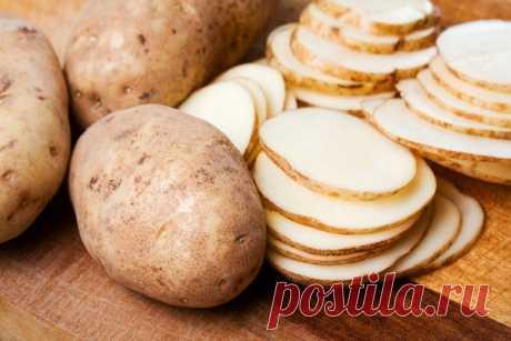 Почему я протираю лицо кусочком картофеля каждый день Картофель - действенное косметическое средство, которое помогает в борьбе с акне, черными точками, пигментными пятнами на лице.