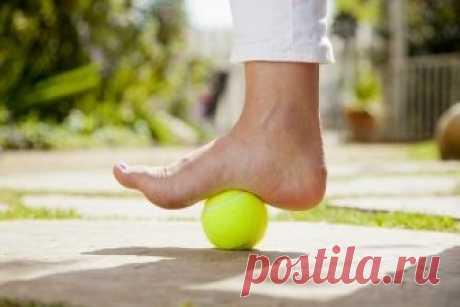 Несложных 5 упражнений, которые позволят избавиться от болей в ногах, коленях и бёдрах
