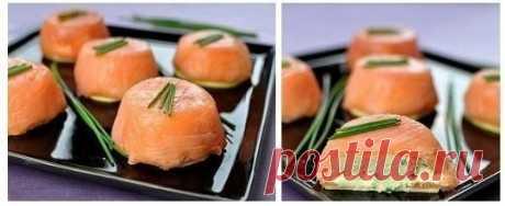 Закуска из лосося и сыра  Ингредиенты на 8-10 порций: - 400 гр копченого лосося - 400 гр сливочного сыра Показать полностью...