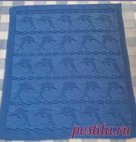 """Плед """"Дельфин"""" спицами Плед с оригинальным узором связан спицами. Плед выполнен в морском стиле. Для вязания пледа выбрали пряжу сине-василькового цвета. Плед украшает"""