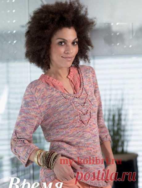 Меланжевый пуловер спицами с центральным ажурным мотивом