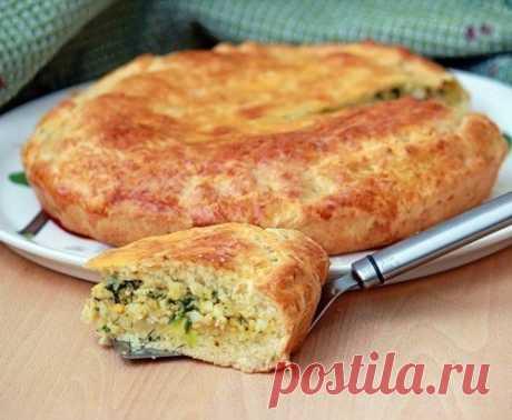 Пирог с зеленым луком и яйцом. Тесто у этого вкусного пирога получается пышным, воздушным и долго не черствеет.