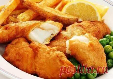 Как приготовить рыбу в кляре со сметаной  Ингредиенты:  Филе рыбы – 0.5 кг Яйца – 4 шт Мука Сметана  Приготовление:  1. Создаем кляр, в состав которого входят яйца, мука и сметана. Кляр должен получиться густым. Так же добавляем соли. 2. Рыбное филе нарезаем тонкими полосками. 3. Тонкие полоски рыбы окунаем в кляр и прожариваем с обеих сторон на фритюре. 4. Готовая рыба выкладывается на салфетку, чтобы избавиться от жира, после чего можно подавать к столу.  Приятного аппетита!