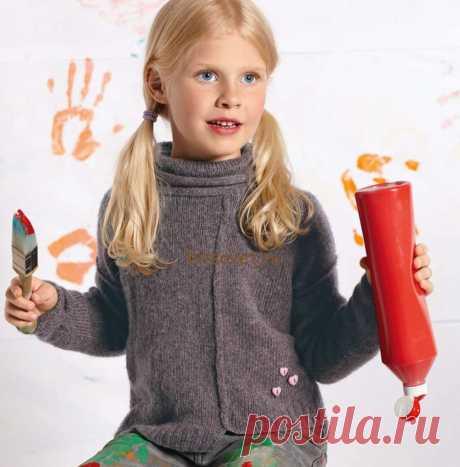 Вязание пуловера для девочки - Хитсовет Вязание пуловера для девочки. Модная модель пуловера для девочки связана из тонкой пряжи швами наружу с пошаговым описанием вязания. Вам потребуется: 100 (150, 150, 150) грамм розово-серой пряжи, состоящей из 48% овечьей шерсти, 32% верблюжьей шерсти, 20% полиамида; длиной нити 180 метров в 25 граммах; спицы № 4,5; комплект чулочных спиц № 4 и 4,5 длиной по 40 см; 1 розовая пуговица в форме сердечка высотой 12 мм и 2 розовые пуговицы...