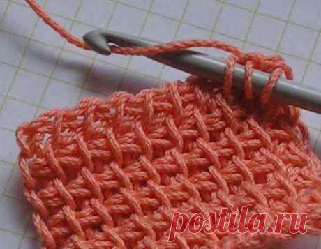 """Тунисское вязание Способ вязания длинным крючком известен с давних пор, иногда его называют вязанием """"в набор"""".Вязанное полотно имеет четкий узор, почти не растягивается и не деформируется после стирки. Для вязания подходят любые толстые нитки и длинный крючок"""