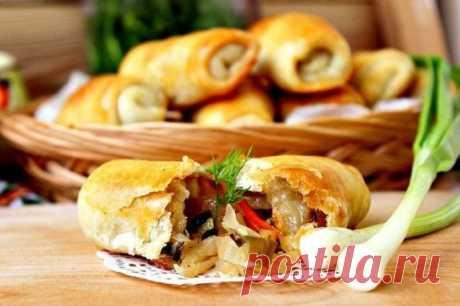 Вэрзэре Вэрзэре - это молдавские пирожки с капустой (свежей или квашеной) в виде маленьких конвертов. Для приготовления таких пирожков требуется минимум ингредиентов. Тесто в работе мягкое и податливое, а в готовых пирожках слоистое и хрустящее. Ингредиенты: Тесто: Вода — 100 мл Масло растительное — 100 мл Соль — 0,5 ч. л. Мука — 1,5-2 стак. Яйцо (для смазывания) — 1 шт. Начинка: Капуста квашеная — 300 г Лук репчатый — 1 шт. Лук зеленый (перья) — 2-3 шт. Приготовление: В глубокую миску влива