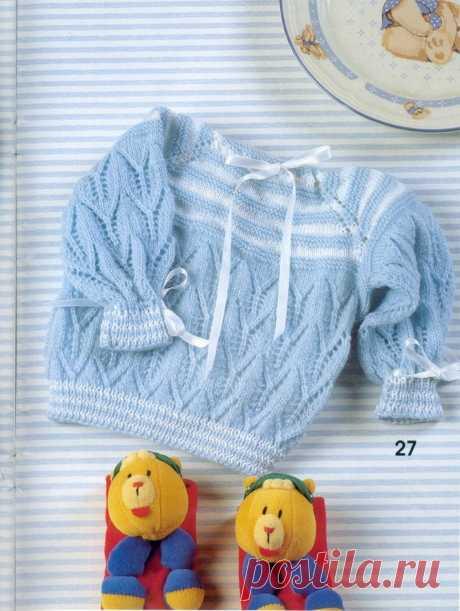 Голубой ажурный пуловер для малыша спицами