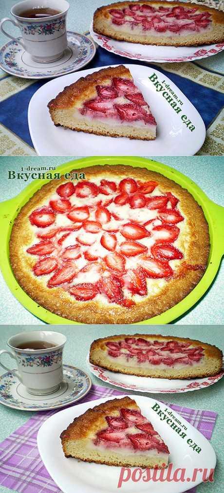 Заливной пирог с клубникой - рецепт простой и быстрый - Вкусная еда