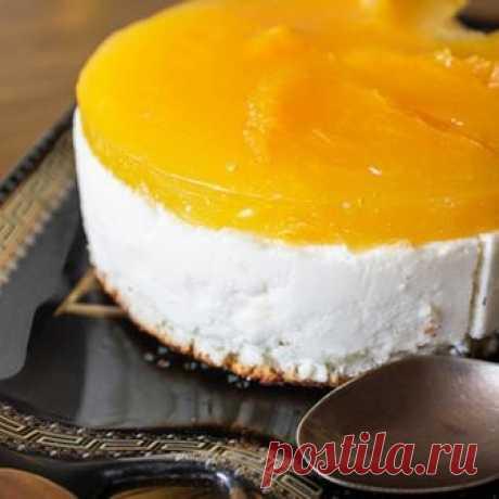 Оранжевый торт — апельсиновая радость! Вот вам рецепт очень простого и вкусного тортика. Воздушный творожный мусс, влажный бисквит и апельсиново-мандариновое желе.